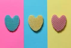 Kreatywnie serce od jadalnego opłatka w pastelowych menchiach, błękit, kolor żółty Obraz Stock