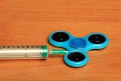 Kreatywnie set Medyczna strzykawka na Drewnianym tle Zdjęcie Stock