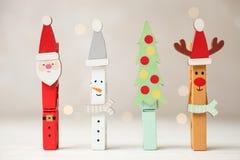 Kreatywnie wakacyjni clothespins fotografia stock