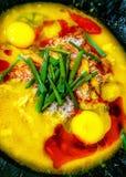 Krebsfleisch mit thailändischer heißer und würziger Currysoße Stockbilder