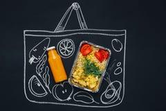 Kreda rysujący nakreślenia torba na zakupy z zdrowym jedzeniem fotografia royalty free
