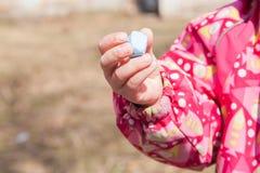 Kreda w rękach dziecko Fotografia Stock