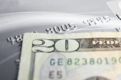 Krediet en contant geld Royalty-vrije Stock Foto's