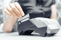 Krediet en debetkaart het winkelen wachtwoordbetaling stock foto's