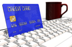Kreditkarte auf Computertastaturnahaufnahme Stockfotografie