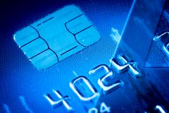 Kreditkarte brechen herein Blau ab Lizenzfreie Stockbilder