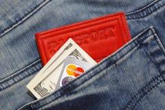 Kreditkarte und Geld Stockfotos