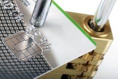 Kreditkarte und Vorhängeschloß - sicheres Zahlungskonzept Lizenzfreies Stockfoto