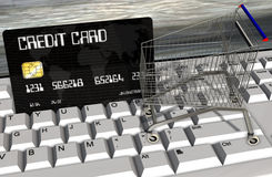 Kreditkarte und Warenkörbe auf Computertastaturnahaufnahme Lizenzfreies Stockbild