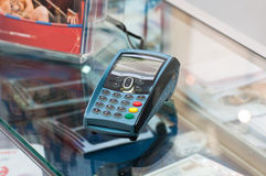 Kreditkarte-Verhandlungen stockfotos