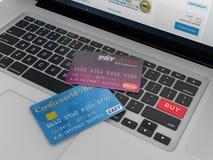 Kreditkarten bereit, online zu kaufen Stockbilder
