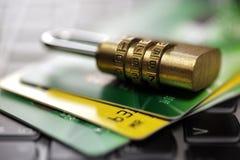 Kreditkartesicherheit im Internet lizenzfreies stockbild