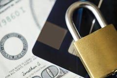 Kreditkartesicherheitsschlosskonzept Stockfoto