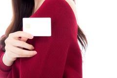 Kreditkort för affär för kvinnainnehavmellanrum för åtlöje upp Arkivbild