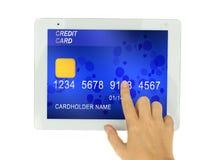 Kreditkort i PCtablet royaltyfria foton