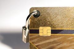 Kreditkort med den hängande hänglåset Arkivfoto