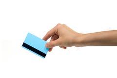 Kreditkort med handen royaltyfria bilder
