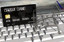 Kreditkort- och shoppingvagnar på closeupen för datortangentbord Royaltyfri Bild