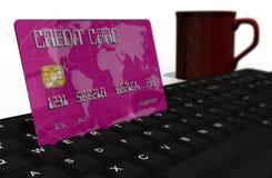 Kreditkort på closeupen för datortangentbord Arkivbild