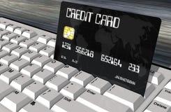 Kreditkort på closeupen för datortangentbord Royaltyfri Foto