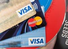 Kreditkortar och CDCD-SKIVOR Arkivfoto