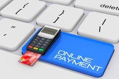 Kreditkortbetalningterminal över datortangentbordet med direktanslutet Royaltyfria Bilder