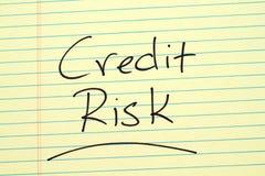 Kreditrisiko auf einem gelben Kanzleibogenblock Lizenzfreies Stockfoto