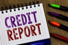 Kreditupplysning för textteckenvisning Begreppsmässig räkning för ark för fotolånrap och noteboo för historia för skuld för tullb arkivbilder
