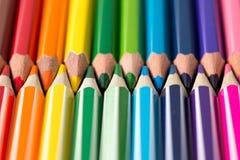 kredki kolorowe ołówki kolor tła asortymentu kolorowe ołówki Zdjęcia Royalty Free