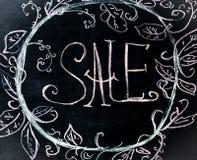 Kredowa inskrypcja na sprzedaży, czarny chalkboard Fotografia Royalty Free