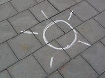 kredowy drogowego znaka kamienia słońca biel Zdjęcie Royalty Free