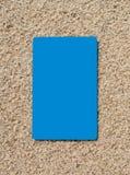 Kredytowa karta na piasek powierzchni Obrazy Royalty Free