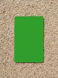 Kredytowa karta na piasek powierzchni Fotografia Royalty Free
