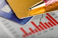 Kredytowa karta, pióro i diagram, Zdjęcie Stock