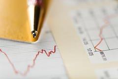 Kredytowa karta, pióro i diagram, Obraz Stock