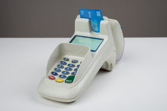 Kredytowa karta Z czytnikiem kart Fotografia Royalty Free
