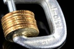Kredytowa kryzys sterta Złociste monety w kahacie Obrazy Royalty Free
