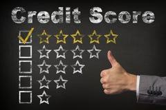Kredytowego wynika pięć 5 gwiazdowa ocena Aprobaty usługują złote ocen gwiazdy na chalkboard zdjęcie royalty free