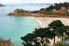 Kreek en Strand op de Kust van Bretagne Frankrijk Stock Foto's