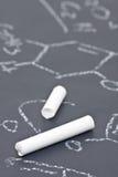 Kreide auf Tafel mit chemischer Formel Stockfotografie