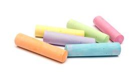 Kreiden in einer Vielzahl der Farben angeordnet lizenzfreie stockfotografie