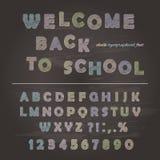 Kreideschriftart auf dem Tafelhintergrund ABC-Buchstaben und -zahlen lizenzfreie abbildung