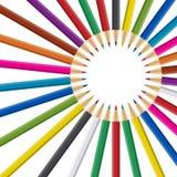 Kreis des Regenbogens färbte Bleistifte auf weißem Hintergrund Stockfotografie