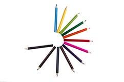 Kreis von Bleistiftfarben auf einem weißen backgroiund Lizenzfreies Stockfoto