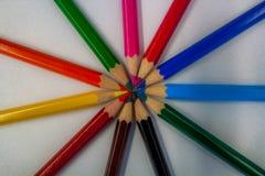 Kreis von bunten Bleistiften oder von Zeichenstiften Stockbilder