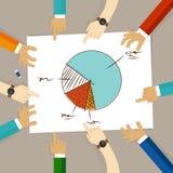 Kreisdiagramm-Teamarbeit über das Papier, das zum Geschäftskonzept der Planung schaut, übergibt das Zeigen der Zusammenarbeitsgru Stockfotografie