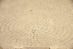 Kreise auf einer Fahrbahn Stockbild