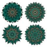 Kreisförmige grüne Muster mit dekorativen Elementen Stockfotografie
