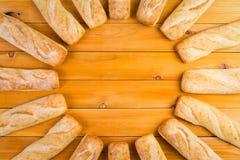 Kreisrahmen des frisch gebackenen französischen Brotes Lizenzfreie Stockfotografie