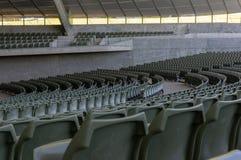 Kreisreihen von Sitzplätzen in einem leeren Konzert-Theater lizenzfreies stockfoto